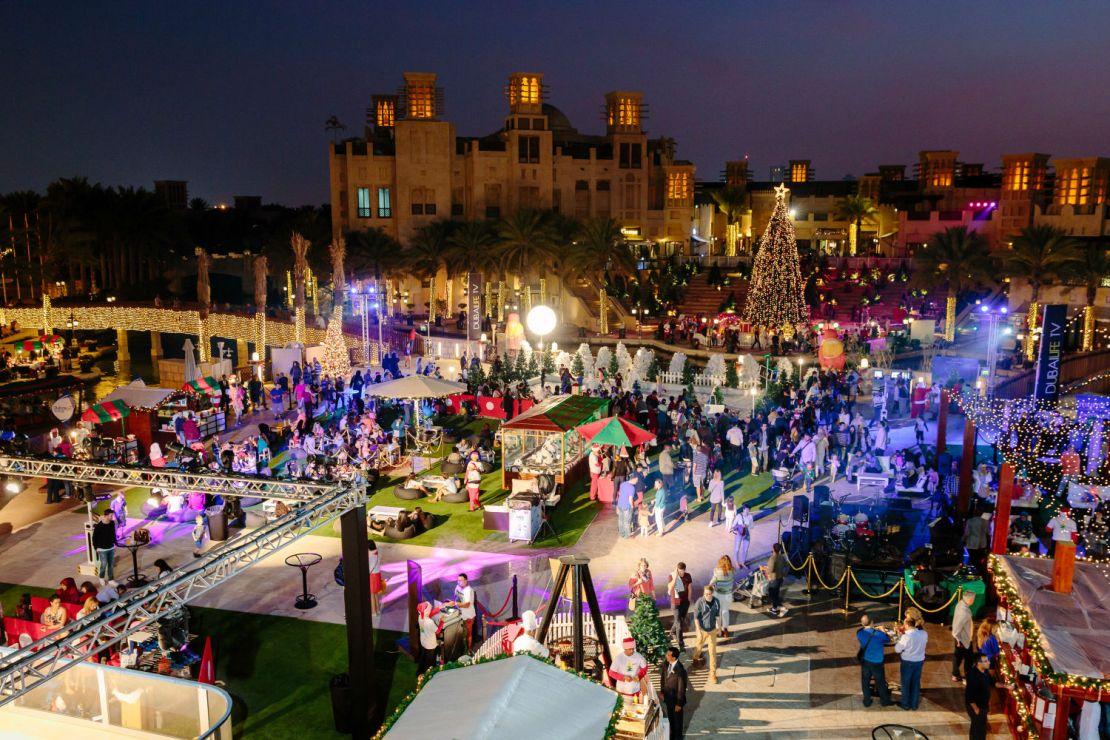 Medinat Jumeirah Resort kompleksində keçirilən bayram yarmarkası