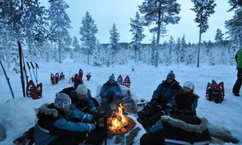 Ice Hotel Jukkasjarvi - İsveç - alovun ətrafında
