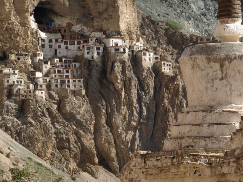 Phugtal Gompa monastırının görüntüsü - Hindistan