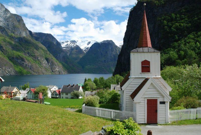 Undredal kəndinin kilsəsi - Norveç