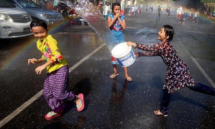 Su festivalından görüntü